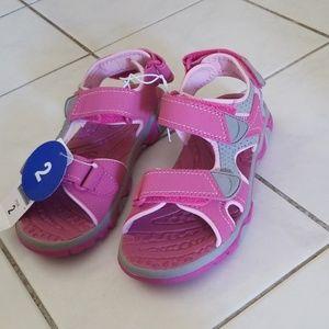 Girls Khombu sandals- never worn